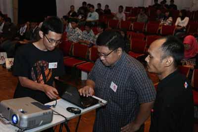 Nyetting Laptop untuk Presentasi